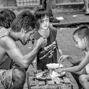 by Ohmz Pineda - Black & White Street & Candid (  )
