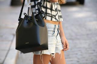 Nên mua mẫu túi xách thời trang rẻ đẹp nào phù hợp ?