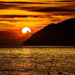 by Ralf Harimau Weinand - Landscapes Sunsets & Sunrises ( sonnenuntergang, sunset, tengah, strand, langkawi, lanai )