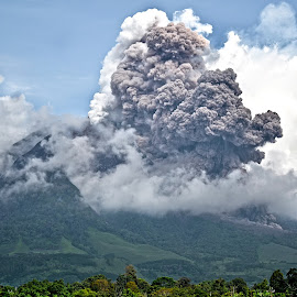 can't paused? by Kriswanto Ginting's - News & Events Disasters ( volcano, mount, indonesia, karo, sinabung )