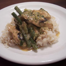 Chicken and Green Beans in Red Curry