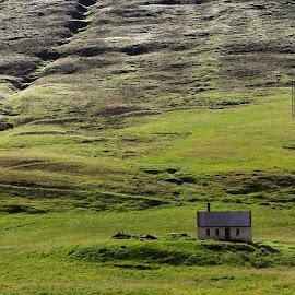 Abandon farmhouse by Bernhard Bußmann - Landscapes Prairies, Meadows & Fields ( iceland, farmhouse, abandon )