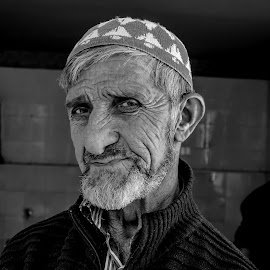 Retrato by Murat Besbudak - People Portraits of Men ( georgia, batumi, man, portrait )