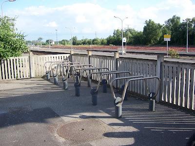 Stojaki rowerowe na stacji kolejowej w Abbeville