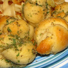 Fast Garlic Knots (No Pizza Dough Needed)