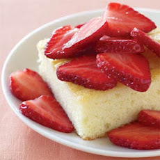 Cream Cake with Fresh Strawberries