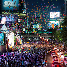 THAILAND HAPPINESS FESTIVAL by Frank Photography - News & Events Entertainment ( politics, street, thailand, tourism, festival, happiness, balloon, crowd )