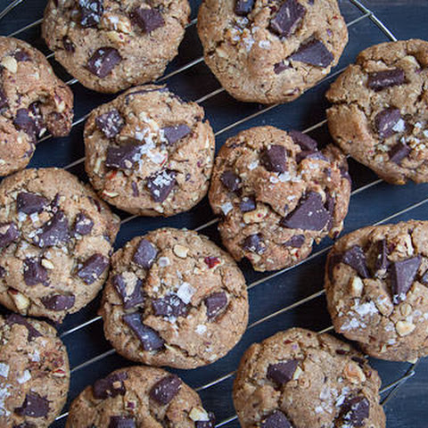 Chocolate Chip Oatmeal Cookies with Hazelnuts