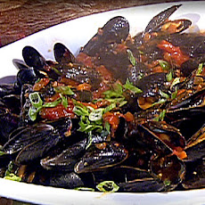 Mussels in Spicy Red Sauce
