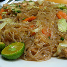 Philippine Stir-Fried Rice Noodles: Pansit Grisado