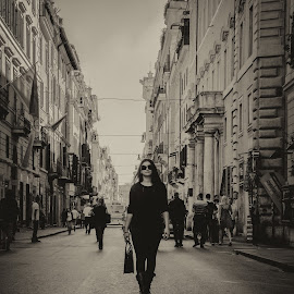 Sofie at Rome by Jo Polyxromos - People Fashion ( model, fashion, black and white, rome, woman, street, people, italy )