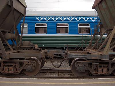 Un train khanty-mansi en gare de             Tioumen.