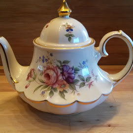 Grandma's Teapot by Michelle Bonin - Artistic Objects Glass (  )