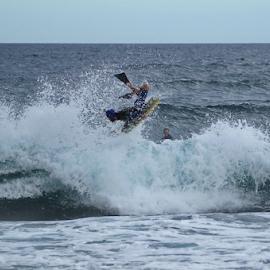 Miguel Reis a mostrar que também sabe voar. nao é só os Açores que voam os habitantes também. by Alfredo Peixoto - Sports & Fitness Surfing
