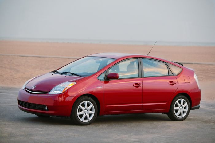 2007-toyota-prius-touring-edition-front-left.jpg