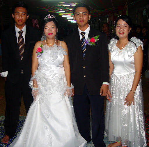 After makai the bride and groom arrived in modern dress white long bridal