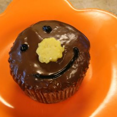 Pineapple Cupcakes with Milk Chocolate Ganache and Homemade Pineapple Candy: The Happy Cupcakes