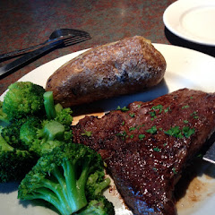 9oz sirloin, plain potato and steamed broccoli.