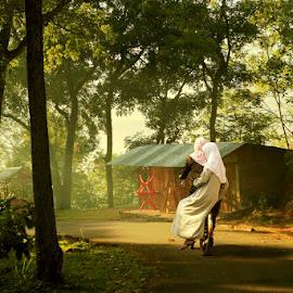 Morning in Ndeso by Muhasrul Zubir - People Street & Candids