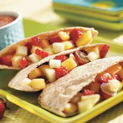 Fresh Fruit Pitas with Choco-Berry Sauce