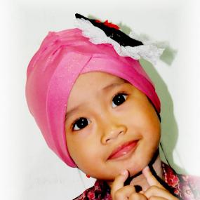 hijab kecil by Daenk Andi - Babies & Children Child Portraits ( anak, indonesia, perempuan, senyum, hijab, wanita muslim, gaya )