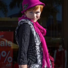 purple hat by Vibeke Friis - People Fashion ( femal models, fashion show,  )