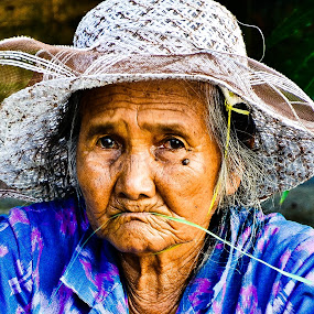 old ladies by Rafael Widya Wiryawan - People Street & Candids