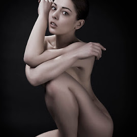 The perfect pose by Catchlights Fotografie - Nudes & Boudoir Artistic Nude ( sit, sexy, nude, naked, artistic, feet, toes, legs, sensual,  )