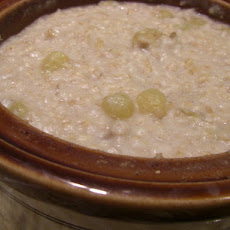 Overnight Fruit and Nut Oatmeal for the Crock Pot