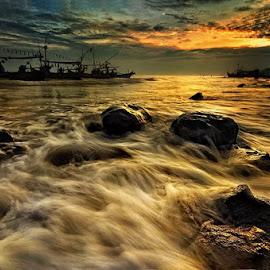 Mbeteng Coastal by Dimas Pamungkas - Landscapes Sunsets & Sunrises