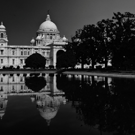 Victoria Memorial by Tanmoy Das - Buildings & Architecture Statues & Monuments ( landmark, building, calcutta, kolkata, buildings, architectural, victoria, architecture, landscapes, landscape )