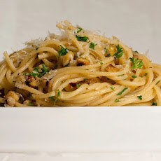 Spaghetti with Walnuts and Anchovies