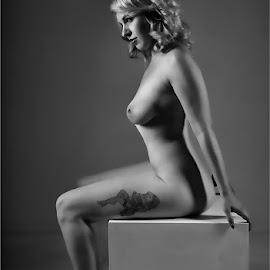 Tegan 2 by Clifford Els - Nudes & Boudoir Artistic Nude