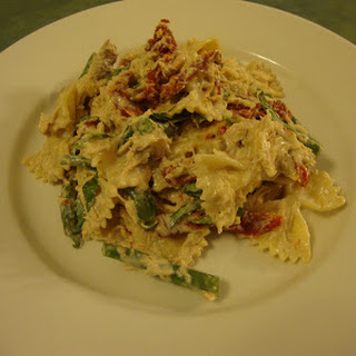 Creamy Chicken Pasta with Sun-Dried Tomatoes and Green Beans