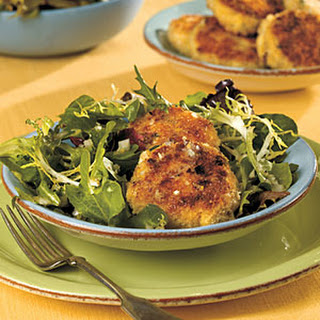 Crab Cakes over Mixed Greens with Lemon Dressing