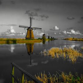 Kinderdijk Magic by Vojkan Milosev - Buildings & Architecture Statues & Monuments ( water, magic, kinderdijk, idyllic, holland, monument, windmill )