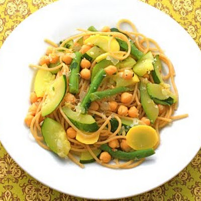 Whole Wheat Spaghetti with Vegetables and Chickpeas