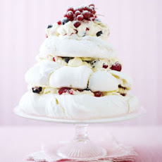 Pavlova Cake With Berries & Cream