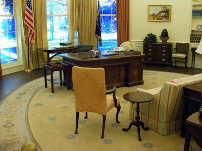 Oval Office & Resolute Desk