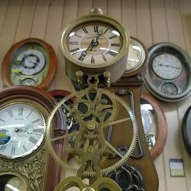 Oldschool Clock by David Stults - Artistic Objects Antiques ( object )