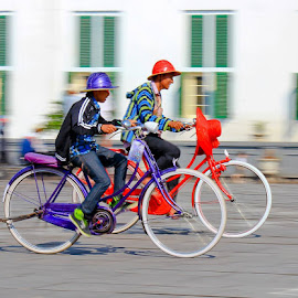 Bicycle Race at Kota Tua Jakarta by Eka Fatari - City,  Street & Park  Street Scenes ( holiday, jakarta, kota tua, race, people, bicycle )