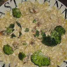 Bow Tie Alfredo With Chicken and Broccoli