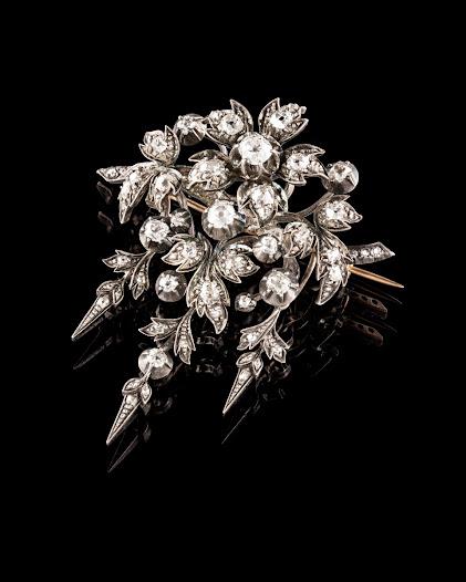 Diamant är den dyrbaraste av jordens mineraler och toppar Mohs hårdhetsskala. Ju hårdare sten desto finare. Briljantslipningen med 58 eller 57 fasetter blev populär under rokokon på 1700-talet.