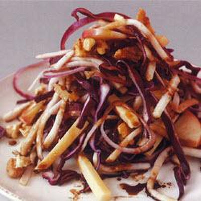 Red cabbage salad with Edam and walnuts