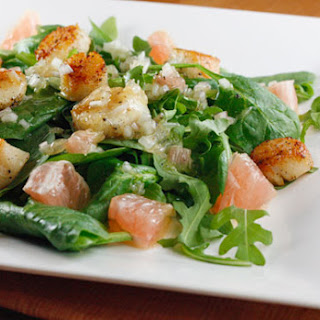 Scallops, Grapefruit, Arugula and Spinach Salad with Champagne Vinaigrette