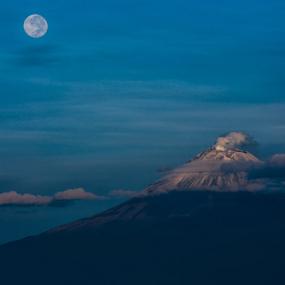 Full moon and volcano by Cristobal Garciaferro Rubio - Landscapes Mountains & Hills ( moon, volcano, popo, fullmoon, popocatepetl )