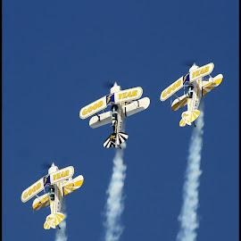 Loop by Romano Volker - Transportation Airplanes