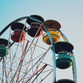 Ferris Wheel. by Lazaro Fuentes - Novices Only Objects & Still Life