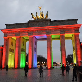 Brandenburger Tor, Berlin by Jan Berger - Buildings & Architecture Public & Historical ( night, berlin, brandenburger tor )