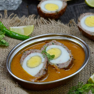 Nargisi Kofte / Indian Style Scotch Eggs in a Spicy Gravy